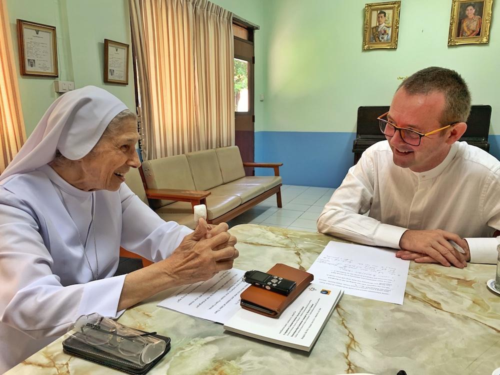 Spendenaktion und Papstfieber